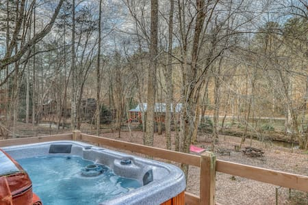 Waterfront cabin w/ a private hot tub & enclosed yard - dogs welcome!