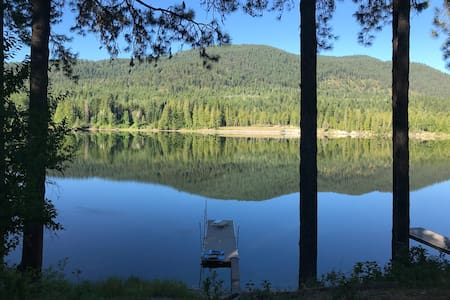 Waterfront Cabin on the Pend Oreille River
