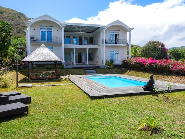 Big 5 Bedrooms Villa Swimming Pool in Black River - วิลล่า
