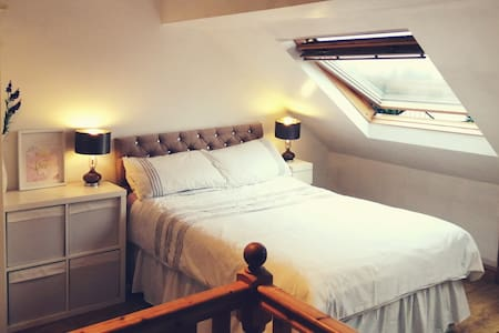 Large Attic Double Room Near Wakefield Leeds