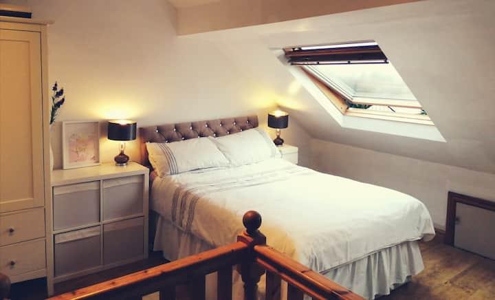 Large Attic Double Room Near Wakefield Leeds