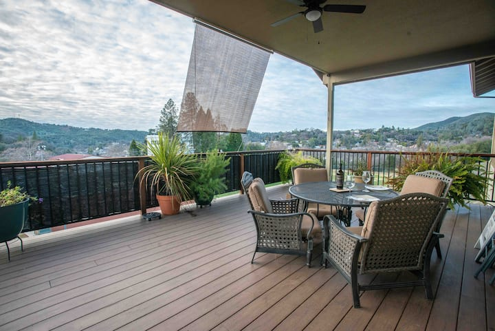 Scenic Sonora home minutes from Historic Downtown