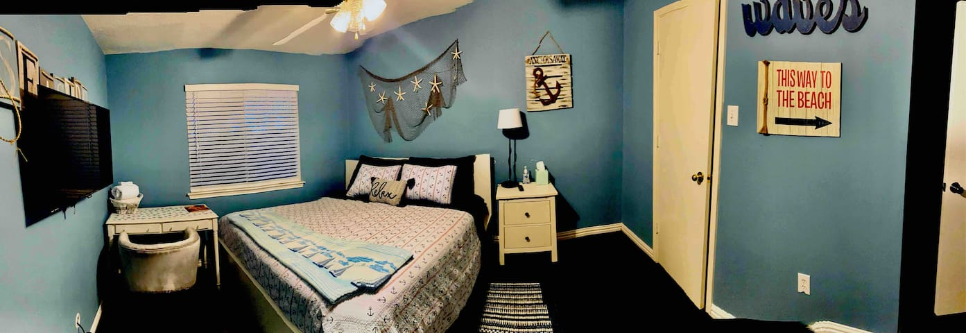 Nautical Room  7 min/1.7 miles. from IAH Airport.