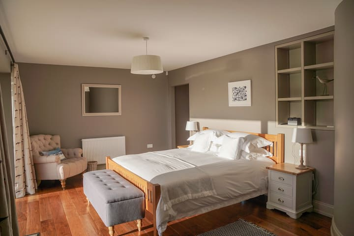 Super king size suite with sea view & parking