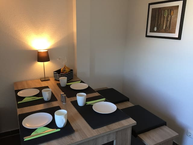 Apartment just for you or bring up to 4 friends - Essen - Apartment