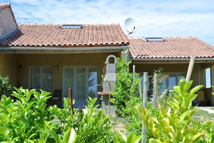 Domaine La Fontaine du Cade house La Rose