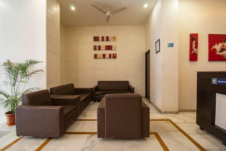 Deluxe Cozy  Palace Ahmedabad Junction Railway Station