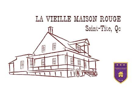 La vieille Maison Rouge - Saint-Tite - Talo