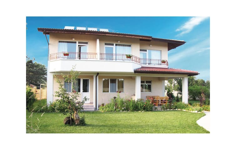 Holiday cottage with 7 bedrooms on 490 m²