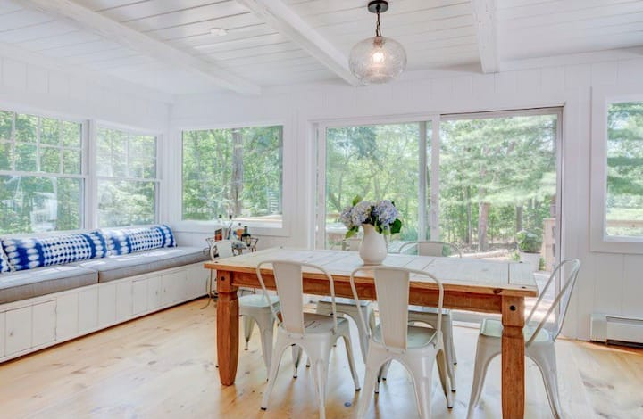 Classic Hampton's cottage with water views