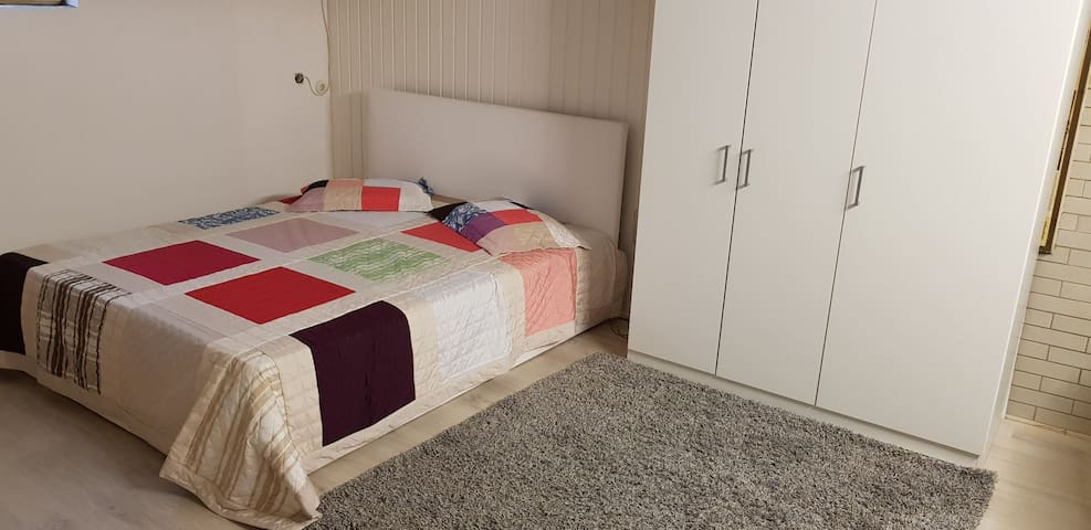 Kleine Souterrain Wohnung in ruhiger Lage