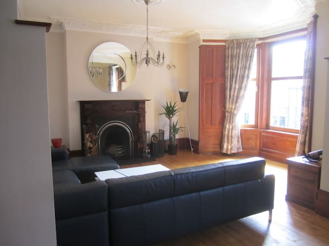 Spacious, bright flat in Aberdeen's Westend