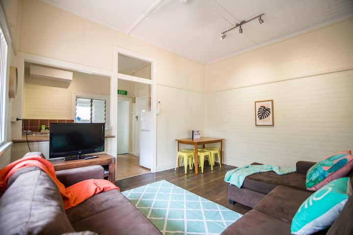 2 Bedroom Apartment Cairns Central Apartments For Rent In Parramatta Park Queensland Australia