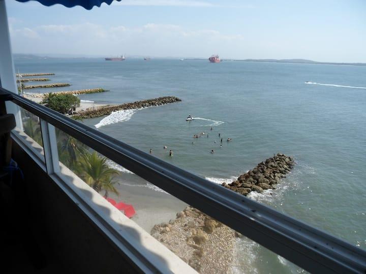 Hermoso apartamento frente al mar.
