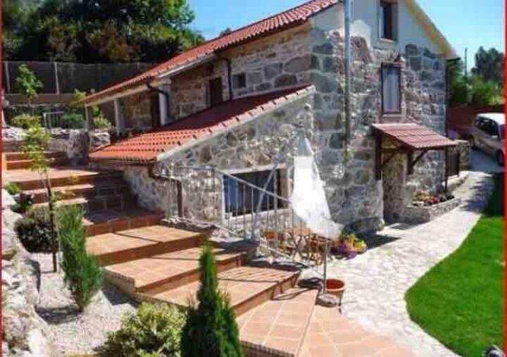 """Casa Rural  """"Las Gemelas"""" Piscina privada"""