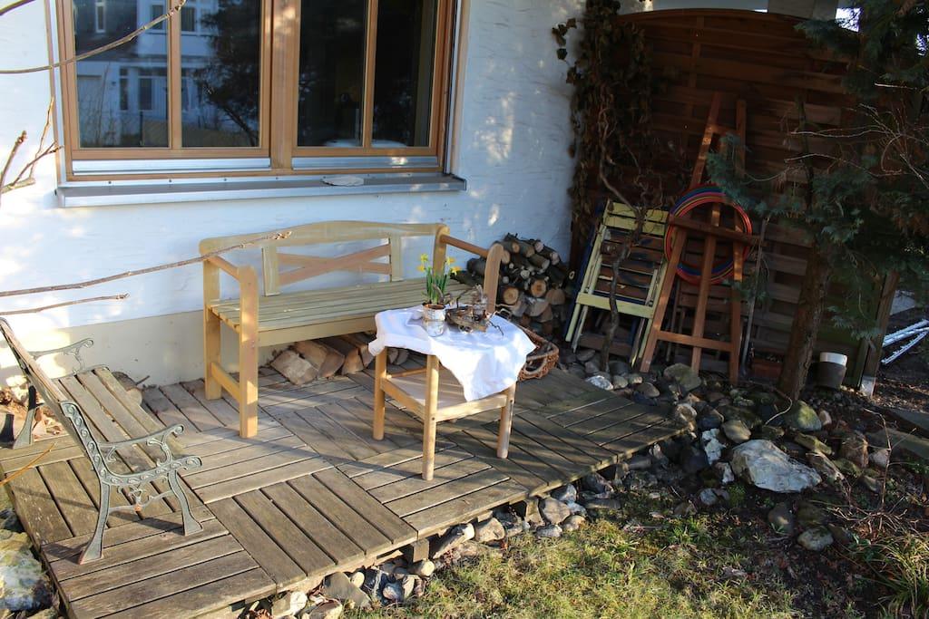 Die kleine Terrasse, ausgerichtet gen Westen, ideal für Sonnenuntergänge