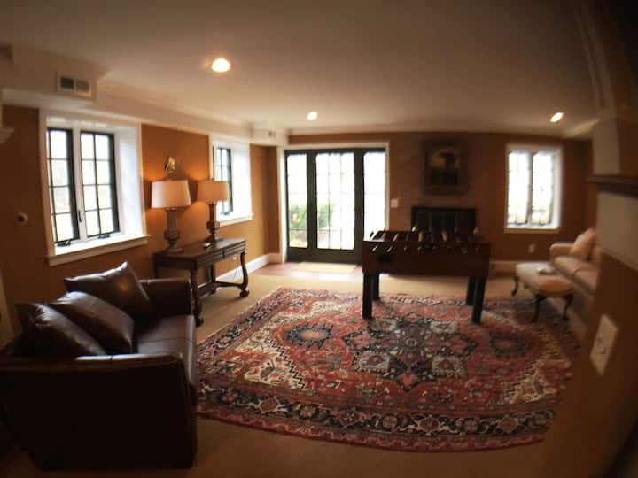 Comfortable Lower Level w/ Private Entrance 3 Beds
