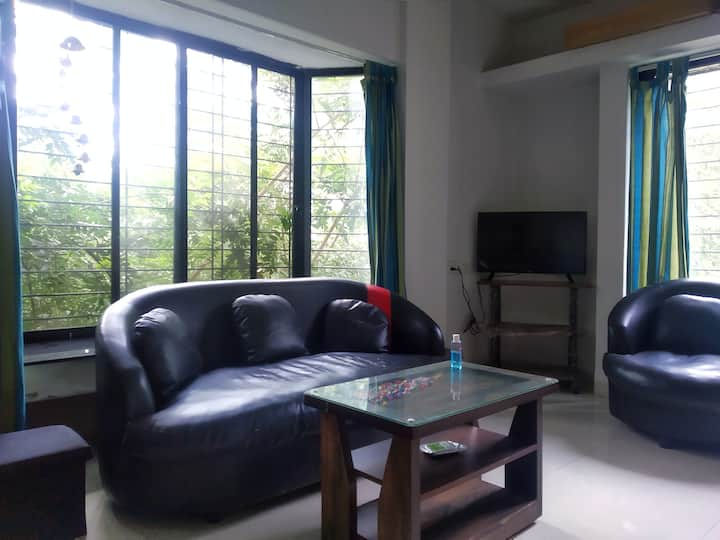 Wifi/Smart Tv/Kitchen Apartment near Osho, Pune