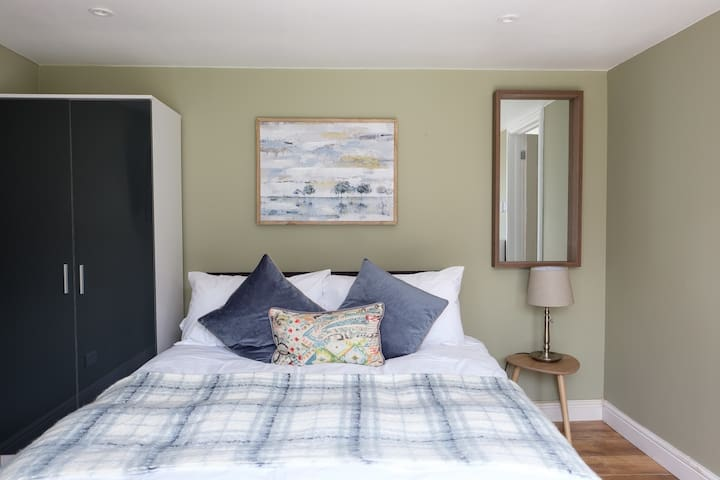 Dickens suite close 15min from Gatwick