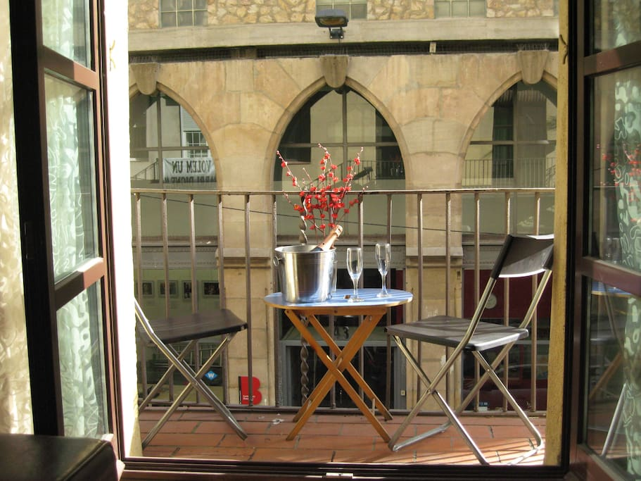 City balcony, just 150 meters from the Ramblas