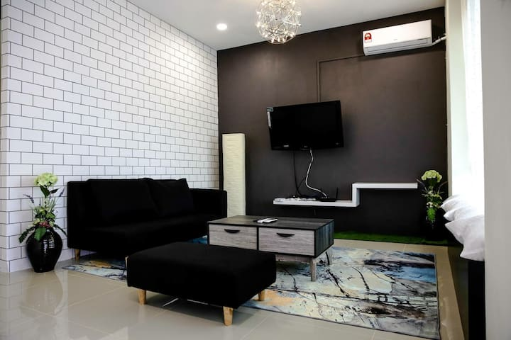 "Sibu Swanhouse No.3 ""DREAM"" house (+100mbps wifi)"