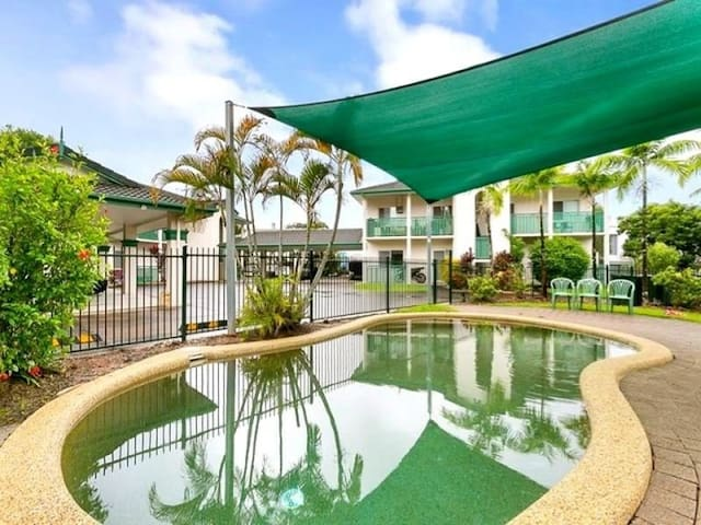 Private 2 bed apt with pool, fully A/C & parking