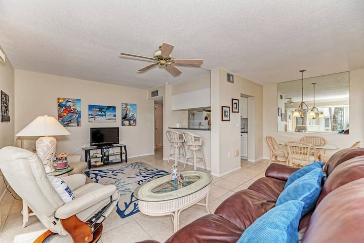 Gulf of Mexico -Beautiful 1 BR Condos