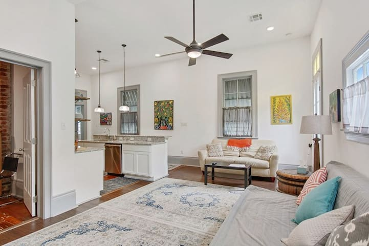 Quiet Gem Walking Distance to French Quarter