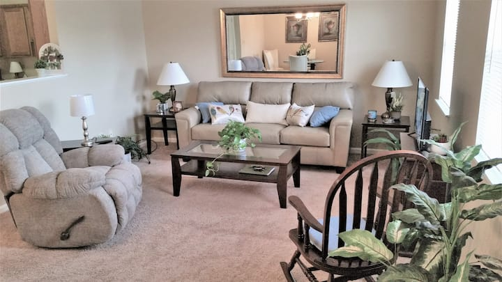 Cozy Two Bedroom Apartment near Camp Lejeune (154)