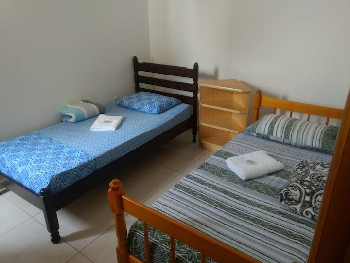Quarto Safira privativo 2  camas de solteiro