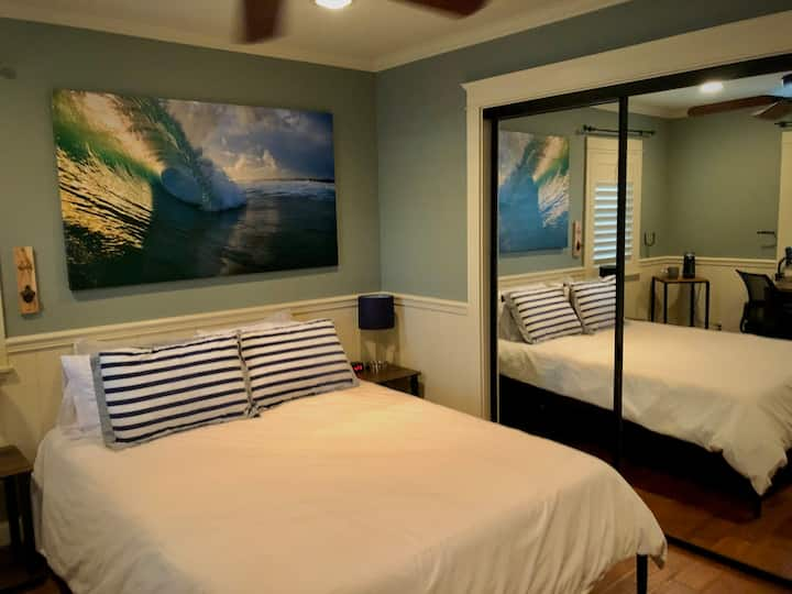 1mi to beach! Newly furnished lrg private bedroom