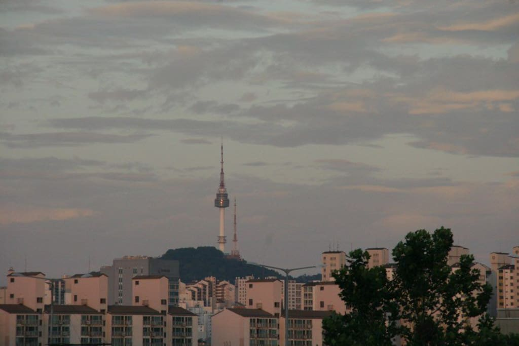 On a clear day, you can see the Seoul Tower. It is a good place to rest with your loved ones.