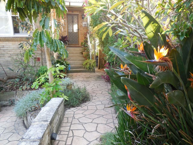 Private tropical garden flat close to beach.