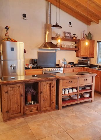 Full and Equipped Kitchen