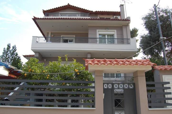 Villa Miranda with sea view & 15' from ATH Airport