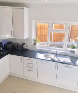 Room in Modern house close to Brentwood High St - Brentwood - Haus