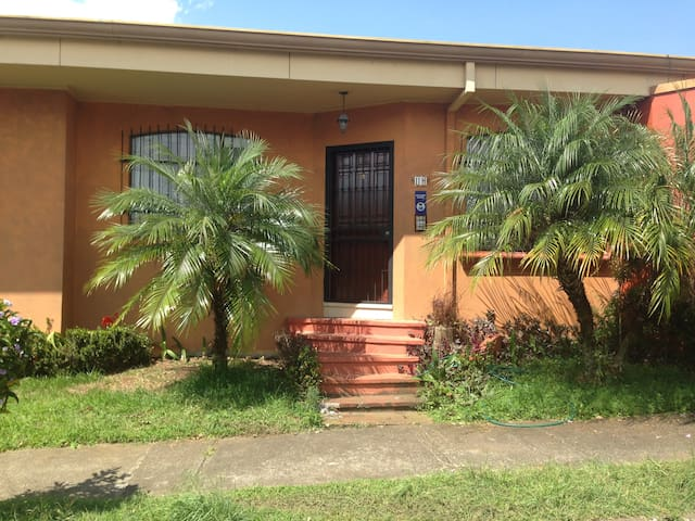 Beautiful room to rent bathroom inc - San Vicente - House