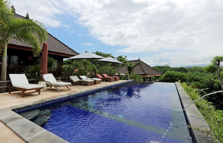 TWO CONNECTING ROOMS BUDGET SLEEP SWIM INLEMBONGAN - Nusapenida - 平房
