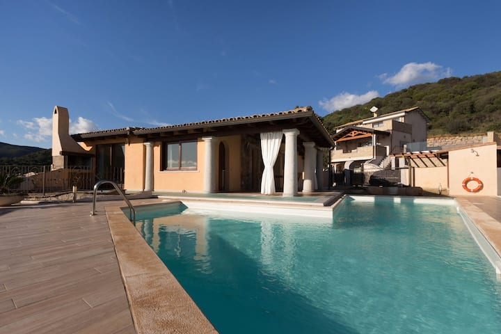 Beautiful Villa Melissa with Wi-Fi, Terrace & Pool; Parking Available