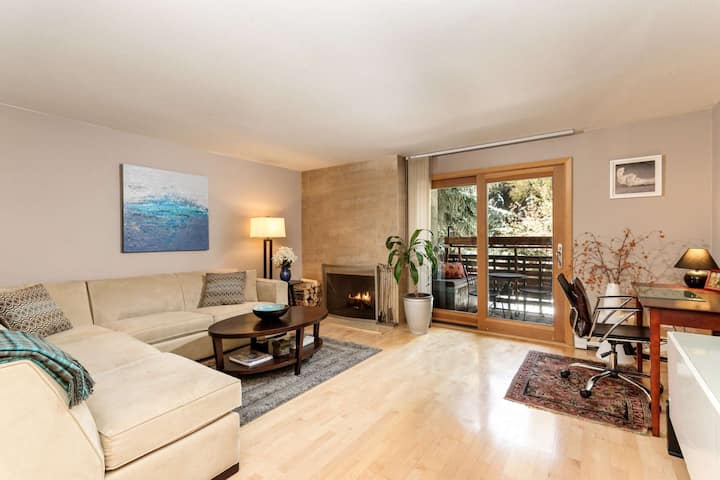 Convenient Aspen Location! Free Shuttle Stop at Property to Town and Mountains. Wood Fireplace