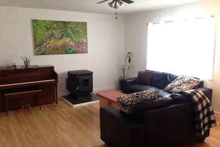 Private 3 Bedroom Suite Downtown - Yellowknife - House