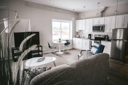 Modern downtown Studio close to wineries & beach