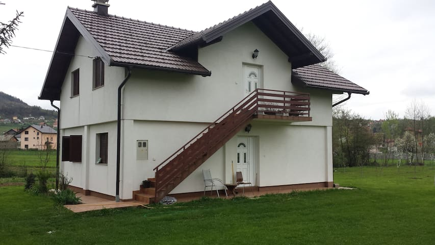 Entire house near Ilidza for only 155 euros/day - Kanton Sarajevo - Huis