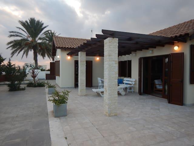 Villa Eva - Zygi - Casa
