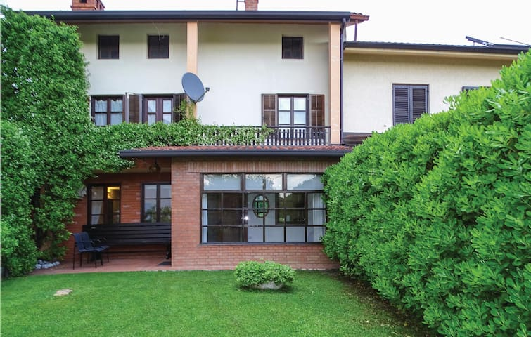 Holiday apartment with 2 bedrooms on 98m² in Dobrovo v Brdih
