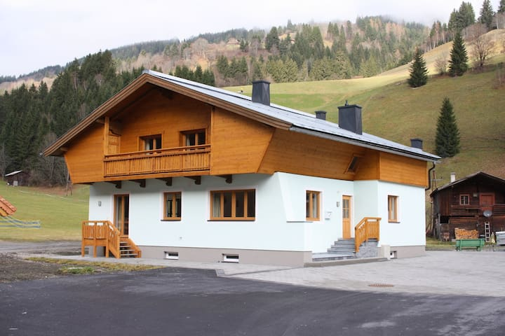 Detached luxury chalet right by the piste, near Saalbach Hinterglemm.