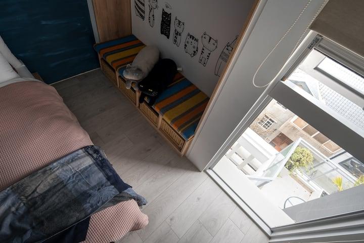 [台中美術館] 美術9號 「Catty 賴床貓咪」