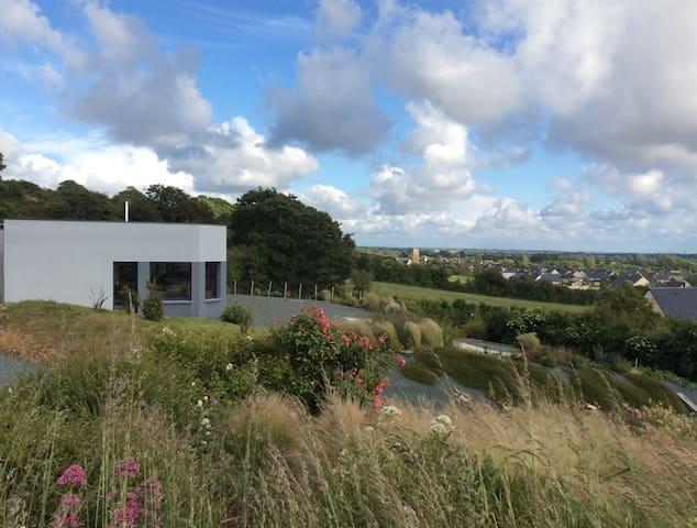 La petite maison en haut de la colline