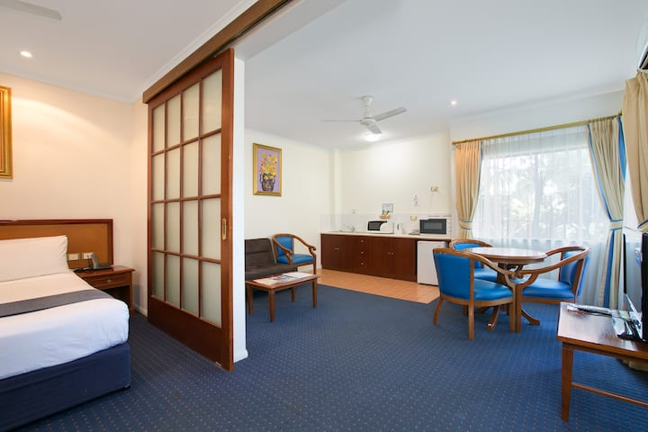 Cairns Southside International - Suite with Spa