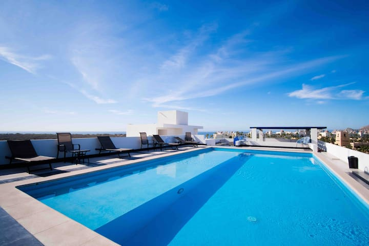 HOT DEAL! SUNSET ROOFTOP POOL! 5min walk to beach.